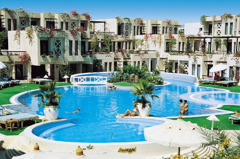 отели Египта предоставляют бассейн в услуги все включено