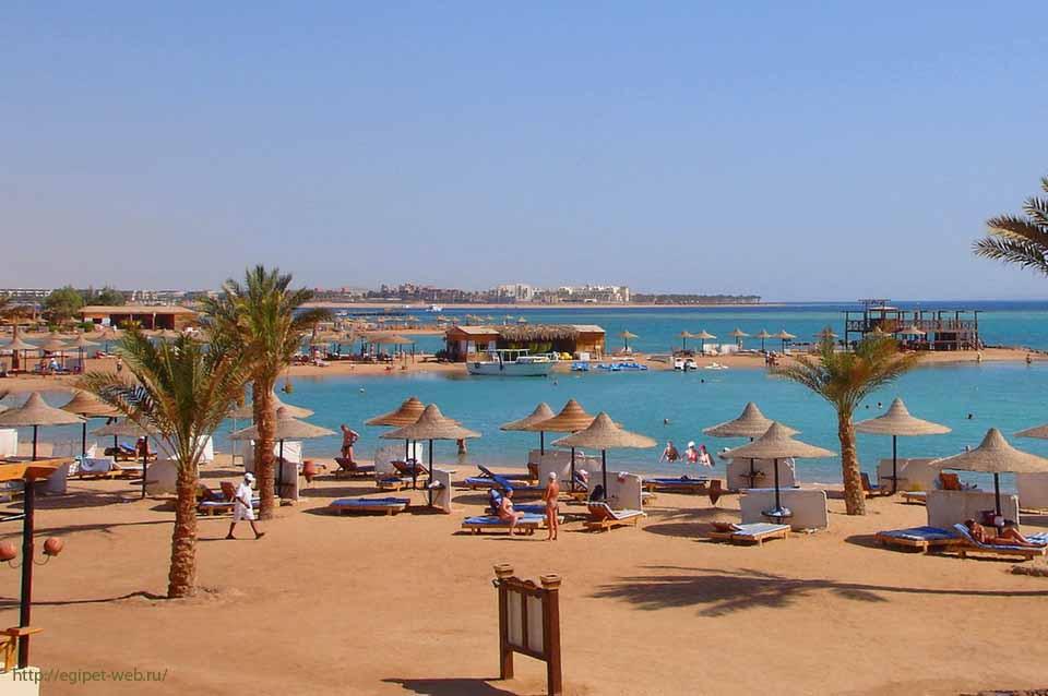 пляж в отеле Клаб Азур Хургада
