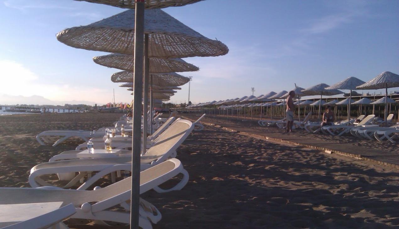 Собственный пляж с пирсом Отель Адам и Ева