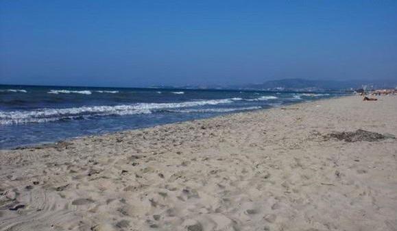 Песчаный пляж в Кушадасы