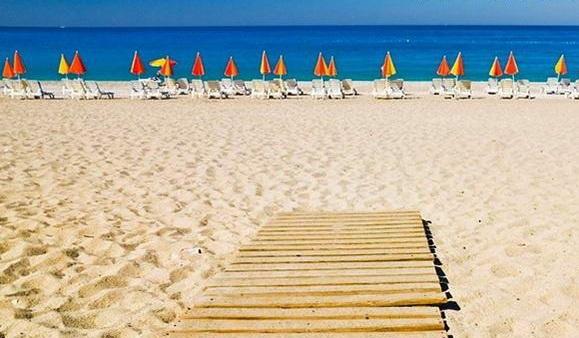 Пляж Антальи Лара