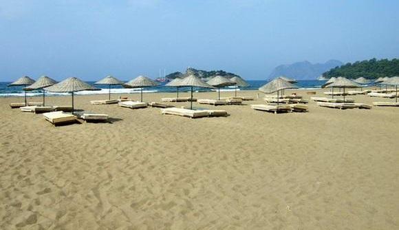 Песчаный пляж Истузу